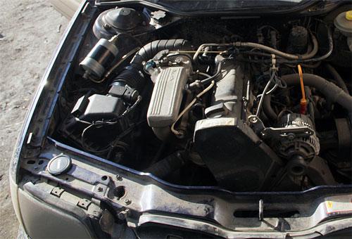 лопата автомобиле Audi A6 (4A) 2.0 ABK 95